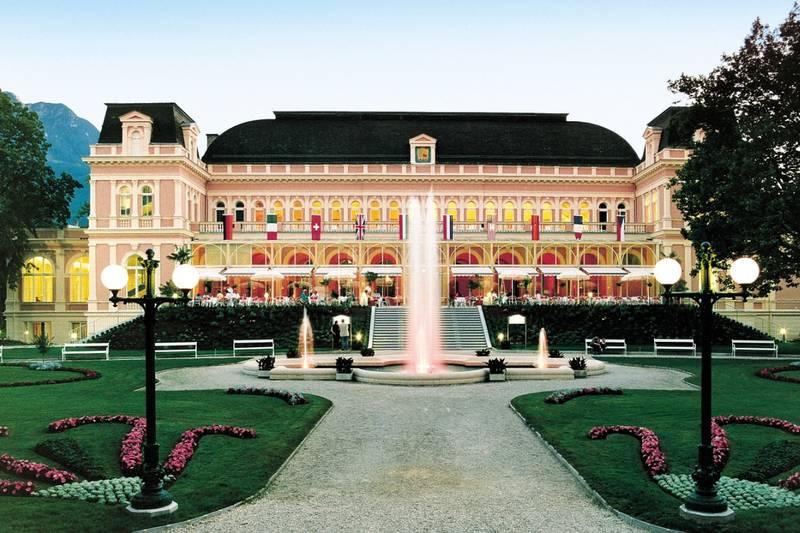 Ischl_Kongresshaus_Front_mit_Springbrunnen_f2d8c41835