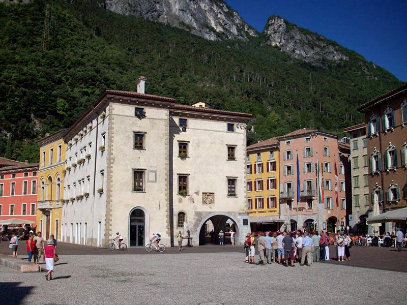1332110251D-0302-riva-del-garda-palazzo-municipale