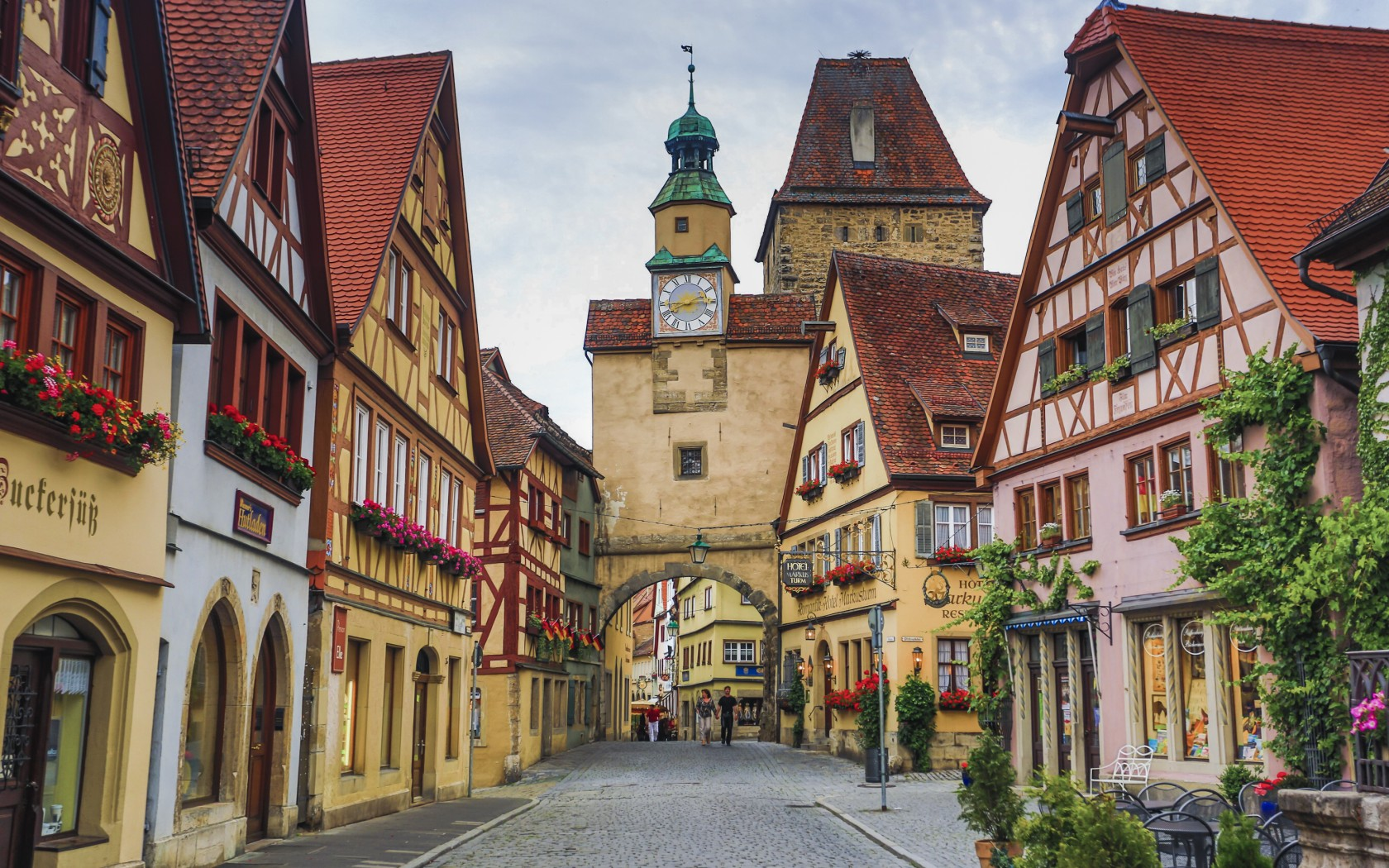 06.Rothenburg-42-36146534-1680x1050