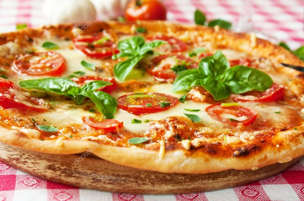 depositphotos_52977217-stock-photo-italian-pizza-margherita